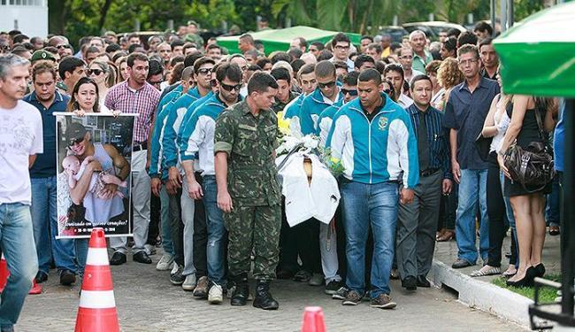 Ex-militar, Ives Moreno recebeu honrarias de amigos das Forças Armadas em enterro - Foto: Joa Souza | Ag. A TARDE