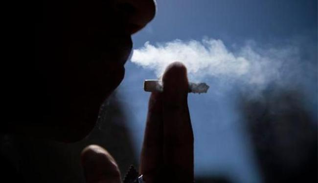A lei proíbe o fumo em locais fechados, públicos e privados em todo o país - Foto: Marcelo Camargo | Agência Brasil