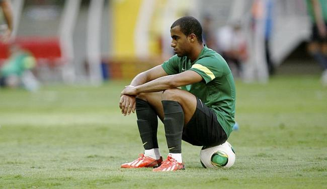 Lucas sofreu uma lesão no pé direito no domingo, 9 - Foto: Raul Spinassé | Ag. A TARDE | 14.06.13