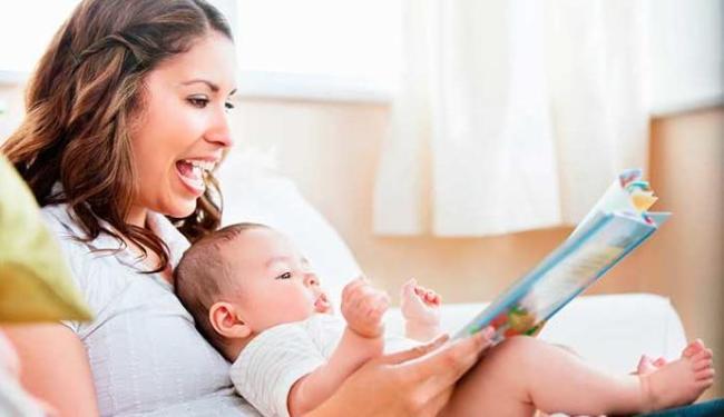 Mães devem ler em outros idiomas para os bebês - Foto: Divulgação