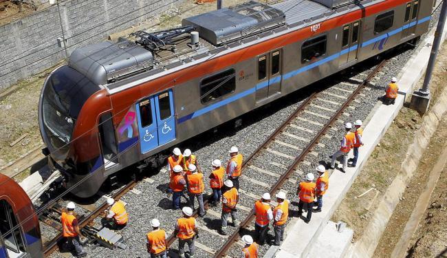 Funcionários da CCR Metrô estão no local; ninguém ficou ferido no incidente - Foto: Eduardo Martins   Ag. A TARDE
