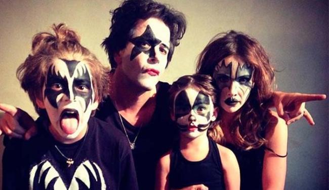 Murilo postou foto com o namorada Débora, o filho Pietro, e a enteada Nina - Foto: Instagram | Reprodução