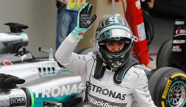 No treino classificatório, Rosberg superou eu companheiro na Mercedes, Lewis Hamilton - Foto: Nacho Doce l Reuters