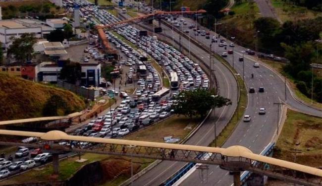 Avenida Paralela sentido Centro está congestionada - Foto: Magno Brandão De Castro | Reprodução | Facebook
