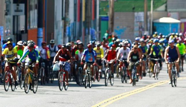 Evento homenageia o Novembro Azul e ciclista deve levar 2 kg de alimento - Foto: Fernando Vivas | Ag. A TARDE