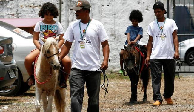 Criançada pode andar de pônei no último dia da Feira da Fraternidade - Foto: Marco Aurélio Martins   Ag. A TARDE   15.11.2014