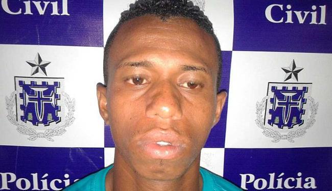Adriano se escondeu em matagal após atirar em policiais, mas foi preso em ônibus intermunicipal - Foto: Divulgação | ASCOM Polícia Civil