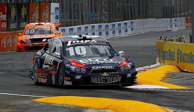 Carro de Ricardo Zonta passa por chicane característica do GP baiano - Foto: Eduardo Martins   Ag. A TARDE