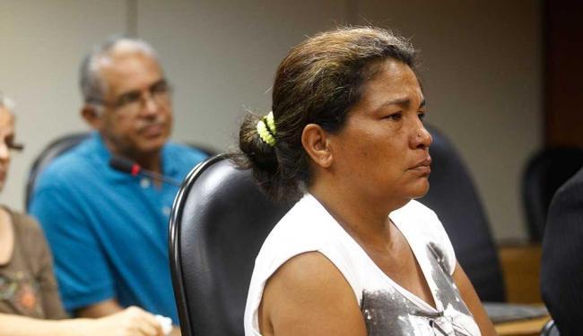 Rute Fiuza afirma que o filho sumiu após abordagem de policiais militares - Foto: Edilson Lima | Ag. A TARDE