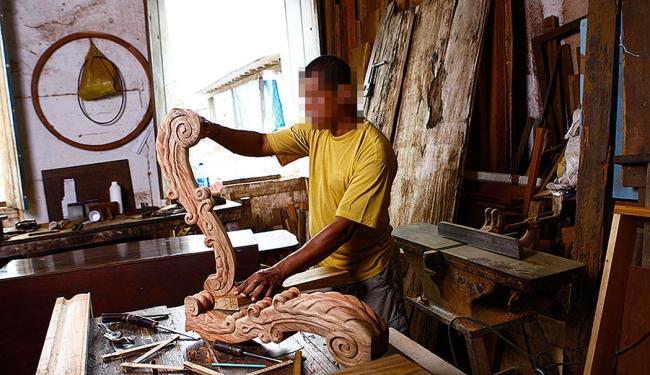 Função de marceneiro de móveis está entre as vagas disponíveis e não exige experiência - Foto: Fernando Vivas   Ag. A TARDE
