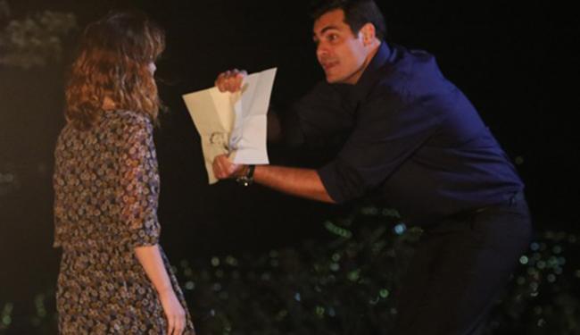 Marcos desconfia que Laura o traiu - Foto: Reprodução | TV Globo