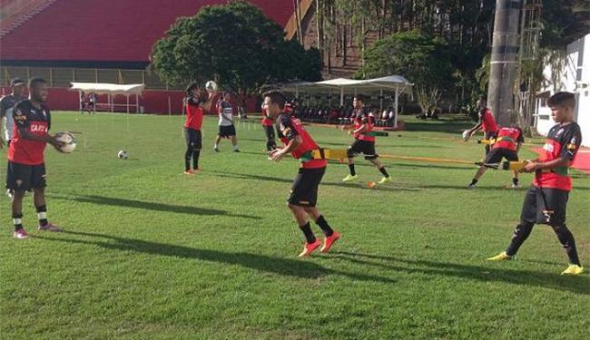 Jogadores fizeram trabalho físico em campo sob o comando do preparador Alexandre Lopes - Foto: Divulgação l E.C. Vitória