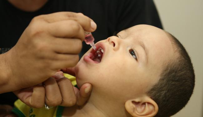 Campanha visa imunizar crianças entre seis meses e menores de cinco anos - Foto: Vaner Casaes | Ag. A TARDE | Data: 18/06/2011