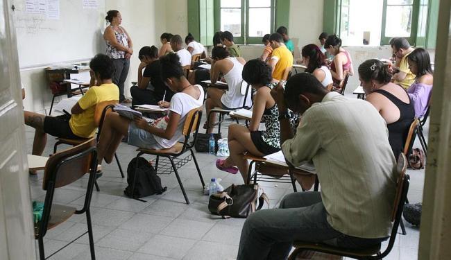 No primeiro dia, candidatos terão 4h30 e, no segundo,5h30 para fazer a prova - Foto: Arestides Baptista   Ag. A TARDE   15.11.2010