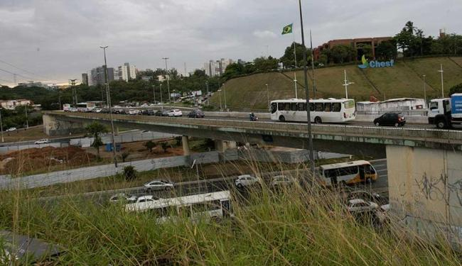 Viaduto passará a ter sentido único - Foto: Margarida Neide   Ag. A TARDE