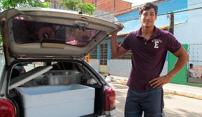 Vendedor de sorvete representa a Bahia em concurso de beleza e quer ser modelo - Foto: Terena Cardoso | Ag. A TARDE