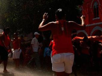 Astróloga diz que uso de roupa ou acessório vermelho vai atrair boas energias - Foto: Fernando Vivas | 04/12/2008 | Ag. A TARDE
