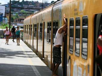 Sistema de trens do Subúrbio opera com dois trens e possui outros dois reservas - Foto: Joá Souza | Ag. A TARDE | 17.4.2014