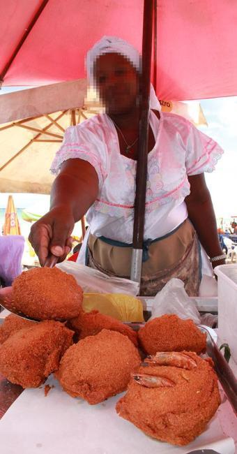 Ambulantes e baianas de acarajé devem fazer cadastramento para trabalhar em festas populares - Foto: Joá Souza   Ag. A TARDE