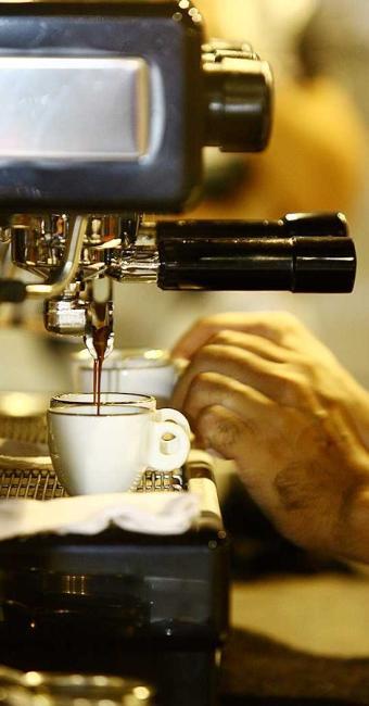 Há duas vagas disponíveis para atendente barista - Foto: Thiago Teixeira  Ag. A TARDE