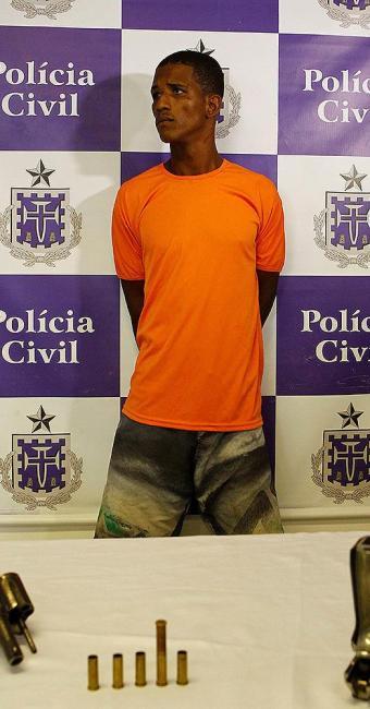 Carlos transferiu para o comparsa a responsabilidade por atirar e matar soldado - Foto: Eduardo Martins | Ag. A TARDE