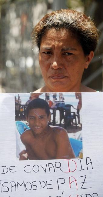 Rute vai pedir ajuda para encontrar o filho e denunciar as ameaças que tem recebido - Foto: Edilson Lima | Ag. A TARDE | 14.11.2014