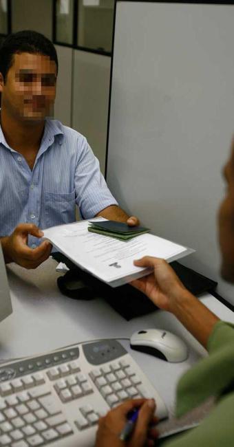 Candidatos interessados nas vagas devem apresentar as documentações exigidas - Foto: Fernando Amorim  Ag. A TARDE