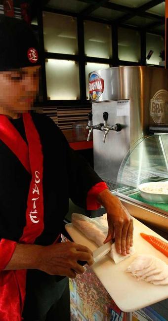Função de sushiman está entre as vagas disponíveis - Foto: Reginaldo Pereira | Ag. A TARDE