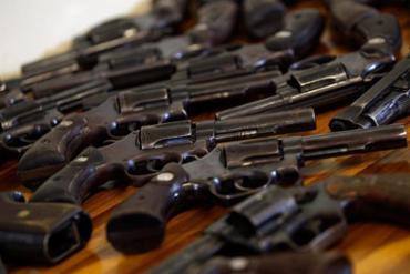 Três projetos sobre desarmamento tramitam no Congresso - Foto: Silvia Izquierdo l AP Photo