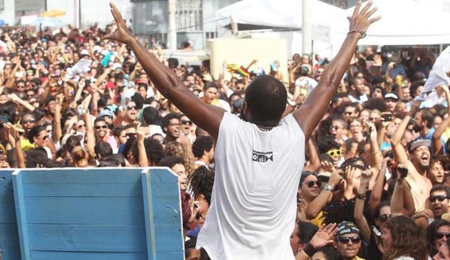 BaianaSystem foi a primeira atração e agitou o público que esteve na Feira de São Joaquim - Foto: Lúcio Távora | Ag. A TARDE