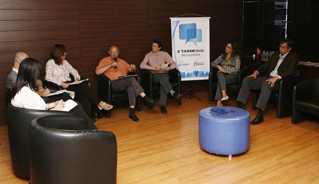 Representantes do BNB, CEF, Sebrae, Ceape e Femicro debateram a importância da capacitação - Foto: Xando Pereira | Ag. A TARDE