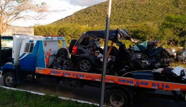 Veículo colidiu com caminhão baú e ficou completamente destruído após acidente - Foto: Reprodução   Blog Marcos Frahm