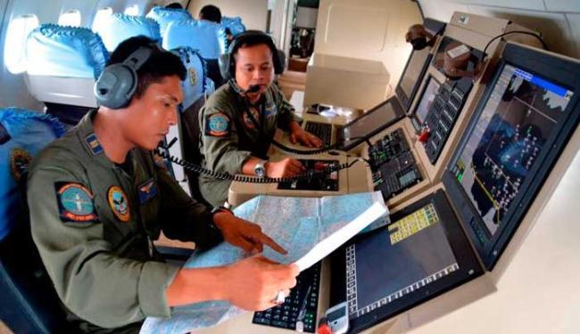 Busca foi iniciada perto da ilha de Belitung onde o avião estava quando perdeu contato - Foto: Agência Reuters