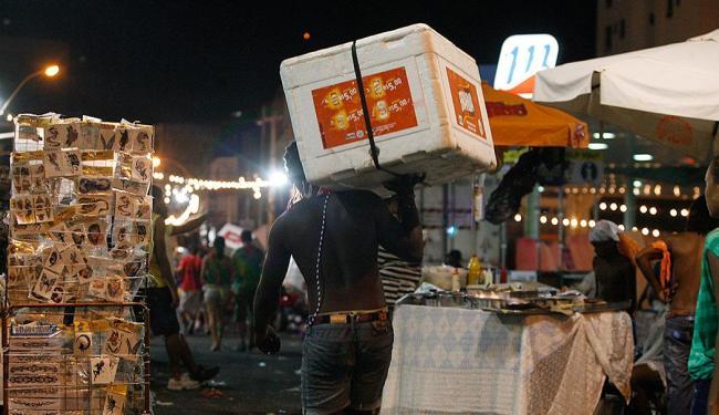 Ambulantes serão orientados, entre outras coisas, sobre trabalho infantil e manipulação de alimentos - Foto: Luciano Carcará   Ag. A TARDE
