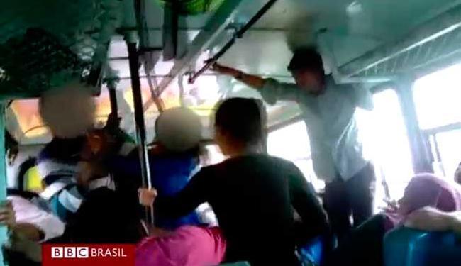 Adolescentes atacaram os homens após ouvirem comentários obscenos - Foto: Reprodução   BBC Brasil