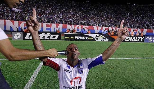 O atacante Jael celebra volta do Bahia à elite em 2010 - Foto: Lúcio Távora l Ag. A TARDE