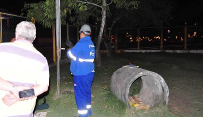 Populares reclamam dos fios expostos no local - Foto: Reprodução   Itamaraju Notícias