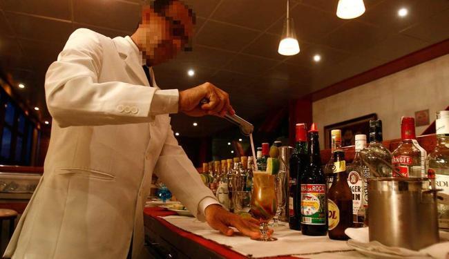 Há dez vagas disponíveis para função de barman - Foto: Arisson Marinho | Ag. A TARDE