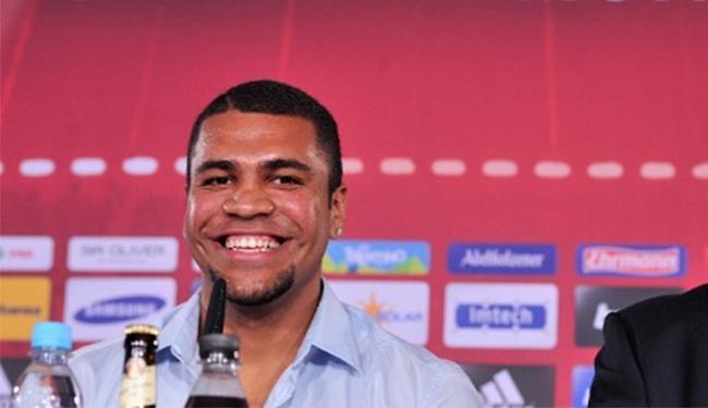 Zagueiro tem contrato com o São Paulo até outubro de 2015 - Foto: Lennart Preiss l Bongarts l Getty Images