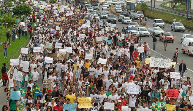 Estudantes devem ocupar ruas para protestar contra aumento de taxa - Foto: Lúcio Távora   Ag. A TARDE   17.06.2013