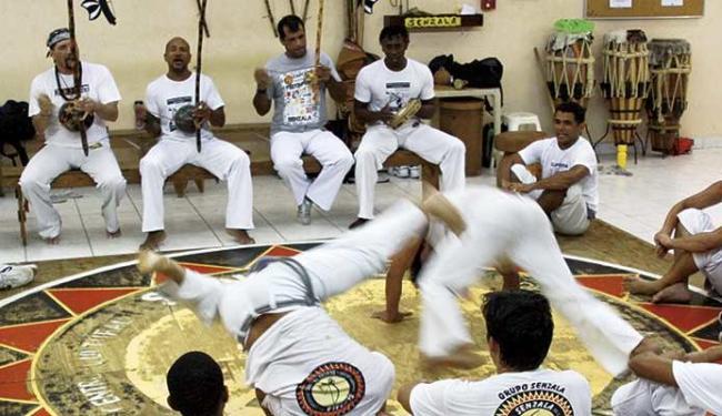 Ofício dos mestres de capoeira, bem imaterial do país, com o grupo Senzala do mestre Toni Vargas - Foto: Divulgação
