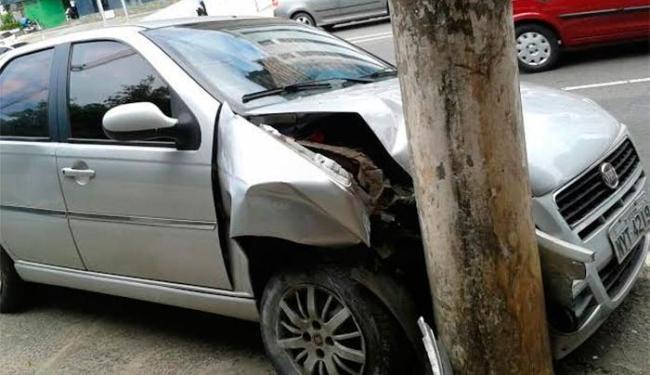 O acidente aconteceu na manhã desta quarta-feira, 3, na avenida Tancredo Neves - Foto: Thiago Souza | Ag. A TARDE