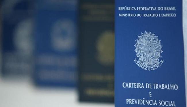 A nova CTPS será entregue no mesmo dia da solicitação do trabalhador - Foto: Raul Spinassé   Ag. A TARDE