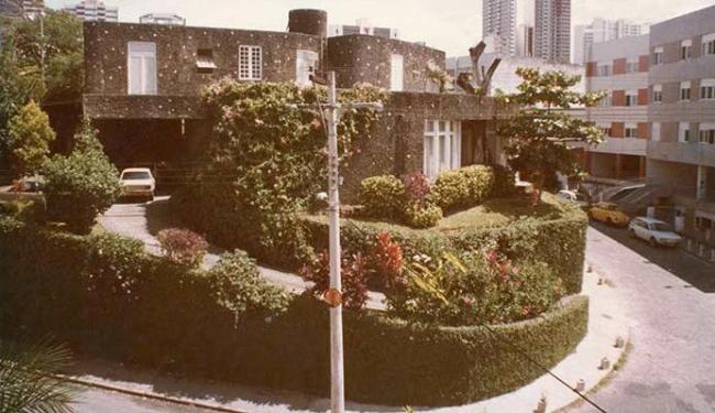 A antiga casa no Chame-Chame, com curvas e tratamento das superfícies - Foto: Instituto Bardi | Divulgação