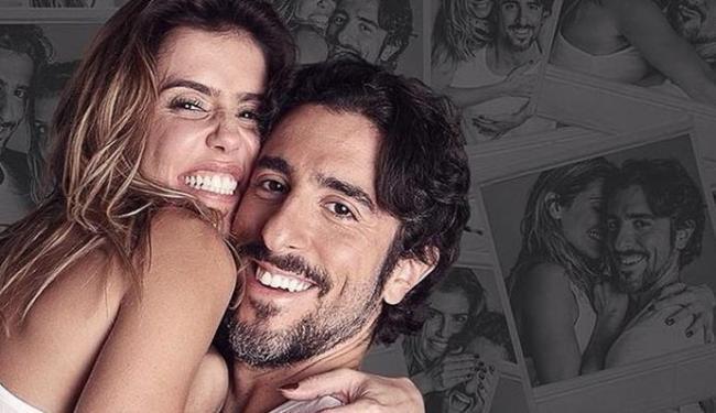 Deborah e o apresentador contracenam juntos em peça - Foto: Divulgação   Mais Uma Vez Amor
