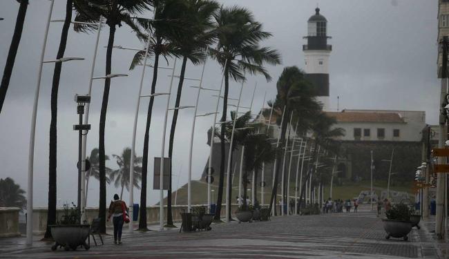 Previsão de chuva continua até domingo - Foto: Raul Spinassé   Ag. A TARDE