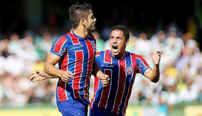 Rômulo comemora com Henrique, autor do primeiro gol - Foto: Giuliano Gomes l Estadão Conteúdo