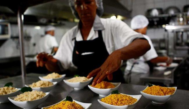Função de cozinheiro de restaurante está com três vagas disponíveis - Foto: Fernando Vivas | Ag. A TARDE