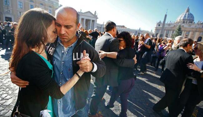 Ao som do bandoneon, dançarinos comemoraram o 78º aniversário do papa argentino Francisco - Foto: Tony Gentile | Agência Reuters