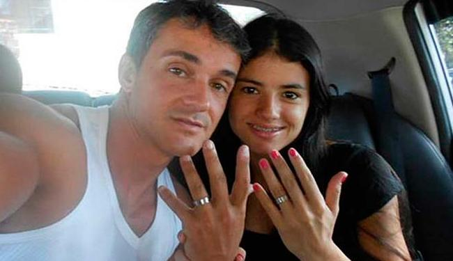 Daniel Cravinhos e a noiva, Alyne Bento, comemorando o noivado - Foto: Facebook   Reprodução